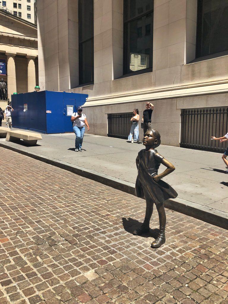 korkusuz kız heykeli fearless girl new york