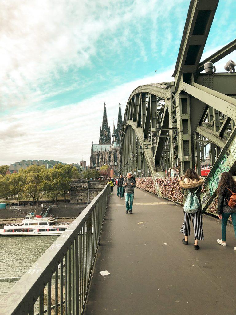 Hohenzollern köprüsü köln